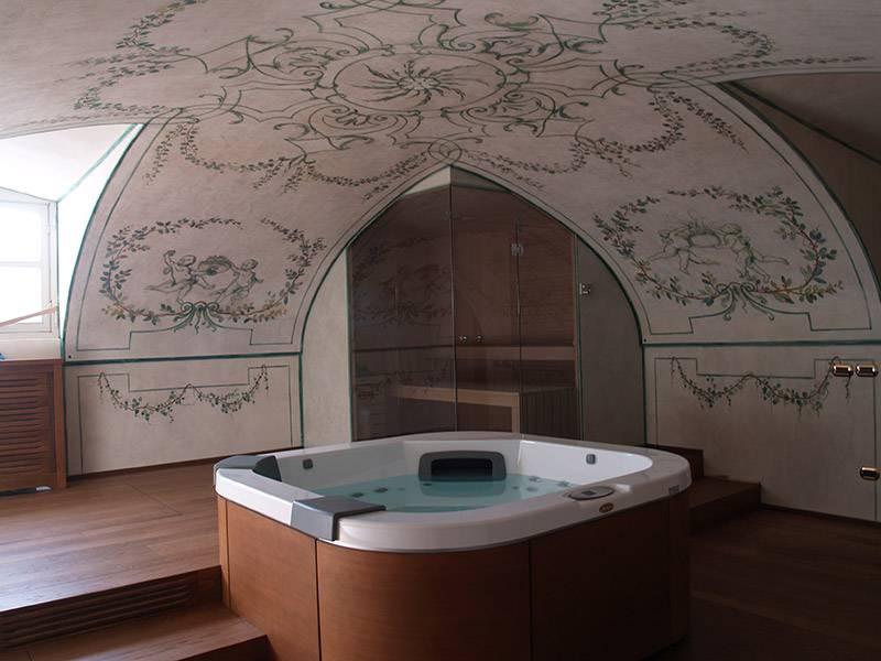 Pareti artistiche nella spa del castello di Guarene